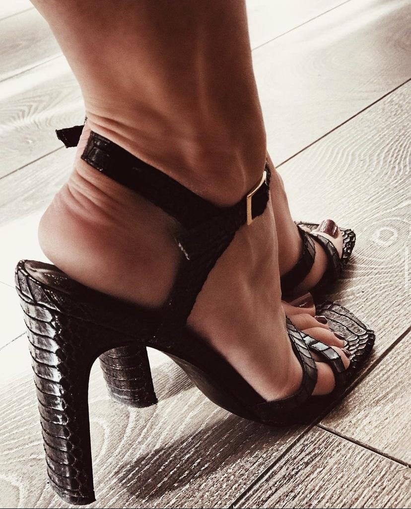 Feetishdoll